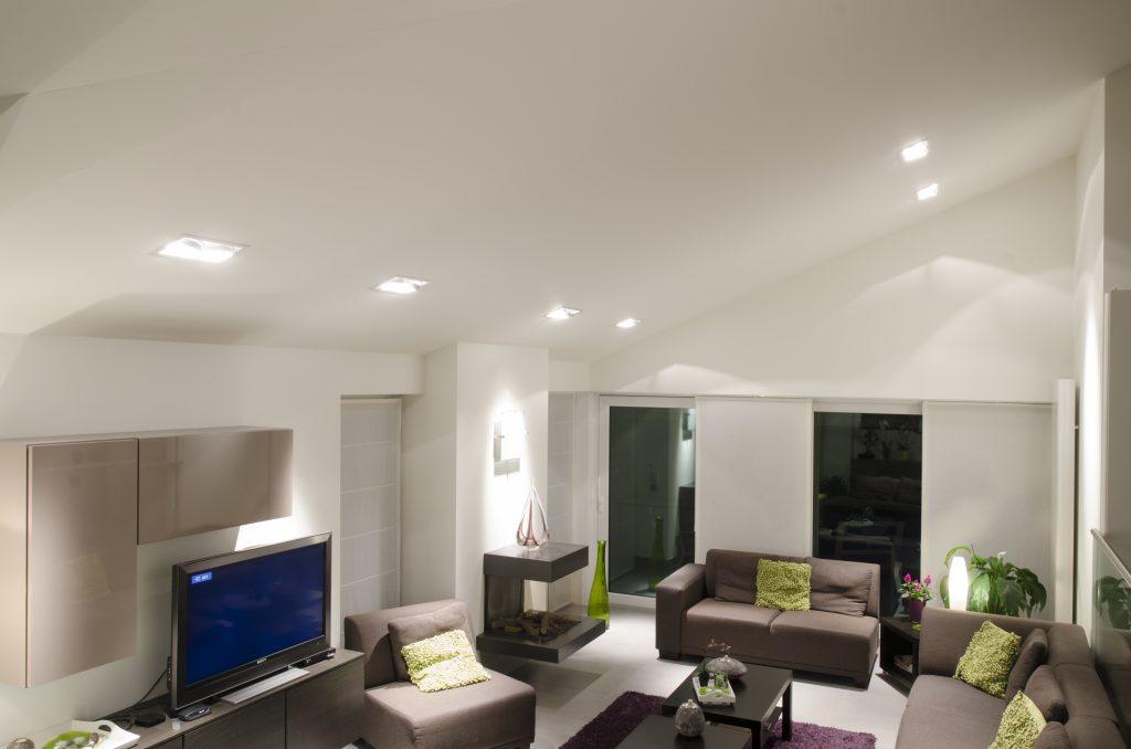 Lampen Hoge Ruimtes: Hal van een woning met hoge plafonds verf de ...