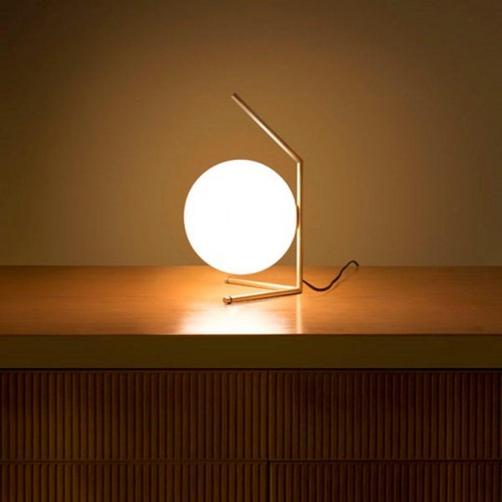 als verlichting van hoogwaardige kwaliteit met innovatieve technologien en verrassende ontwerpen waaronder de flos skygarden hanglamp en de flos arco